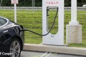 Производитель электрокаров из США Tesla планирует создать в Германии плотную сеть из колонок для подзарядки ее автомобилей.