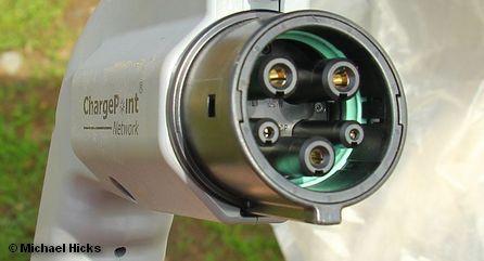 Стандарт Combined Charging System, объединяет в одном разъеме четыре существующих стандарта заряда батарей, включая обычную электросеть.