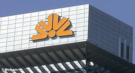 Commerzbank представляет сегодня его планы по погашению государственной помощи в размере € 16,2 млрд., которую он получил финансового кризиса. На данный момент известно, что Commerzbank намерен увеличить его капитал путем выпуска дополнительных акций. Какие еще мероприятия запланированы для возвращения долга генеральный директор банка Мартин Блессинг отказался сообщить.
