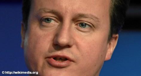 «Британия не будет вводить евро и не даст втянуть себя в усилия по стабилизации этой валюты, но всячески желает ей успеха, нуждаясь в сильной еврозоне. Сильная и успешная еврозона - в интересах Британии», - заявил премьер-министр Великобритании Дэвид Кэмерон в опубликованном сегодня интервью в газете Sueddeutsche Zeitung.