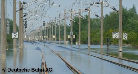 Затопленные наводнением пути концерна немецких железных дорог Deutsche Bahn