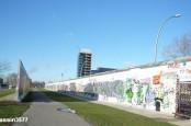 В Берлине начат демонтаж участка East Side Gallery, куска Берлинской стены, занесенного в Книгу рекордов.