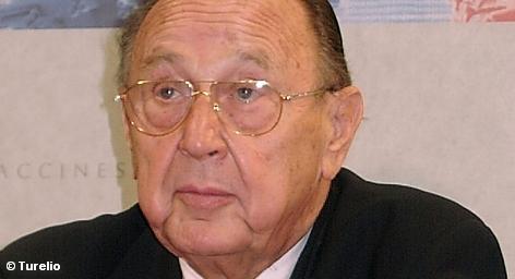 В Бонне у экс-министра иностранных дел ФРГ Ханса-Дитриха Геншера украли перьевую ручку, которой он подписывал […]