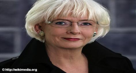 Премьер-министр Исландии Йоханна Сигурдардоттир (Jóhanna Sigurðardóttir) официально сочеталась браком со своей подругой, 50-летней писательницей Йониной […]