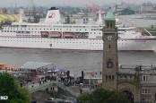 Между пароходством Deilmann, владельцем круизного суднв MS Deutschland, и бывшим капитаном этого лайнера может начаться суд.