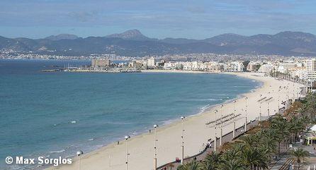Пляж Платья-де-Пальма, частично входящий в городскую черту Пальма-де-Мальорка, зимой