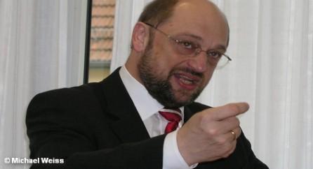 Председатель Европарламента Мартин Шульц критикует политику ЕС по борьбе с безработицей.