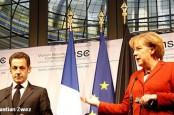 Канцлер Германии Ангела Меркель и президент Франции Николя Саркози проводят сегодня в Берлине встречу, на которой накануне решающего для судеб зоны евро саммита намерены сблизить позиции и подготовиться к дискуссиям о выделении Греции второго пакета финансовой помощи. Кроме того, эту тему Ангела Меркель обсудила по телефону с президентом США Бараком Обамой.