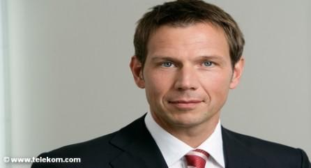 После нескольких лет болезненной реструктуризации концерна Deutsche Telekom его генеральный директор Рене Оберманн намерен вернуть телефонному гиганту экономический рост. В настоящий момент его шансы так высоки, как уже долго не было. С одной стороны, продажа американской дочки наполнит карманы концерна, а с другой растет спрос на его услуги в Европе.