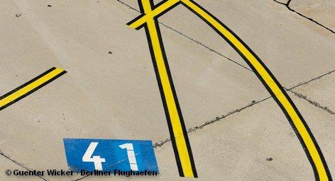 Разметка взлетно-посадочной полосы аэропорта