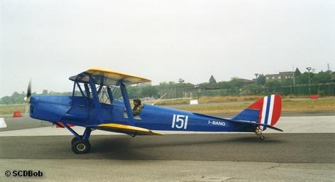 Пилот небольшого винтового самолета во время взлета потерял управление и врезался в толпу зрителей на […]