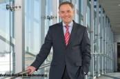 Министр транспорта ФРГ Петер Рамзауер больше не верит директору берлинских аэропортов Райнеру Шварцу.