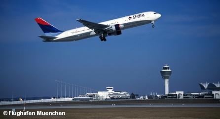 Самолет авиакомпании Delta Airlines в аэропорту Мюнхена