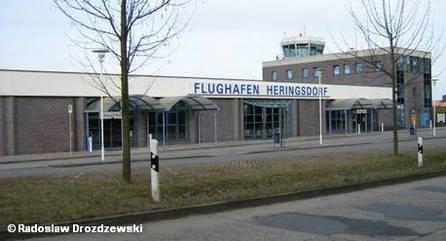 Перед терминалом аэропорта Херингсдорф