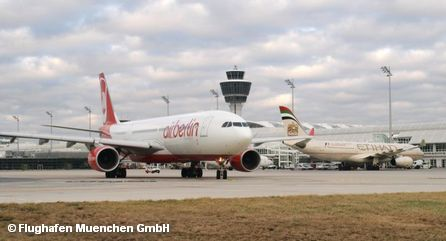 Самолеты авиакомпаний Air Berlin и Etihad Airways в аэропорту Мюнхена