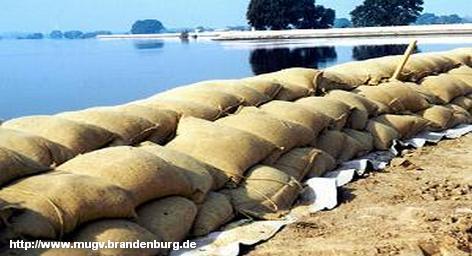 Уровни воды в реках Шпрее и Нейсе понизился, однако сожжет придти следующая волна. Немецкая служба погоды, предупреждает, что в ночь на пятницу в восточной Германии ожидаются обильные ливневые дожди, которые принесут с собой 30-60 литров воды на квадратный метр, а в отдельных районах Саксонии даже более 100. «Вероятность того, что прогноз сбудется, в настоящее время около 30 процентов», - сказал представитель Немецкой службы погоды Андреас Фридрих.