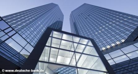 """Вид на офисные башни Deutsche Bank во Франкфурте-на-Майне, получивших народное прозвище """"дебет и кредит"""""""