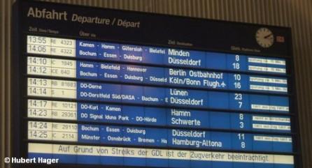 После двухнедельного перерыва забастовка машинистов вновь парализует частные железные дороги Германии. До пятницы прогнозируемы отмены поездов и многочисленные опоздания. Профсоюз GDL продолжает требовать одинаковых условий труда и его оплаты для всех 26 тысяч немецких машинистов. Главное, за что бьется GDL, - это зарплата, ведь с нее идут отчисления в профсоюзную кассу.