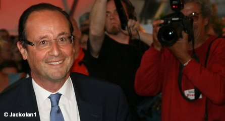 Ангела Меркель теряет не только самого важного союзника Николя Саркози, она также приобретает очень сильного противника: Франсуа Олланда.