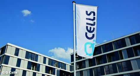 Крупнейший немецкий производитель модулей солнечных батарей Q-Cells после многих лет убытков находится на краю пропасти: собственный капитал израсходован, а прибыль ожидается не ранее 2013 года. Кроме того, кредиторы начали оказывать давление на компанию. Генеральному директору компании Недиму Цену надо убедить их не требовать погашения задолженности в размере € 200 млн. в ближайшие несколько лет.