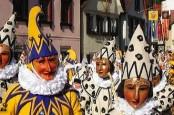 В Базеле начинаются трехдневные гулянья, на которые собираются посмотреть десятки тысяч зрителей.