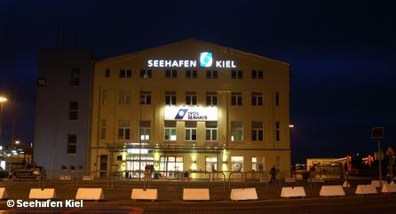 Здание пассажирского и грузового причалов Порта восточного побережья (Ostuferhafen) города Киля