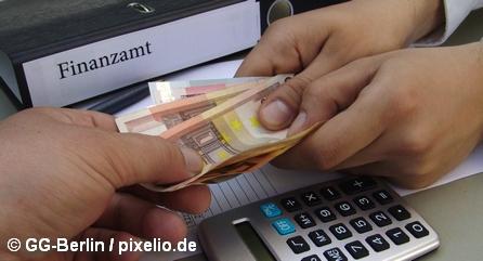 Коллаж «Деньги и налоги»