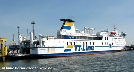 Пассажирский паром линии TT-Line в порту Ростока