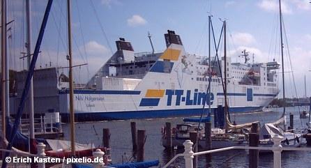 Пассажирский паром линии TT-Line в порту Любек – Травемюнде
