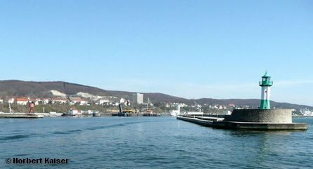 Фарватер и маяк, ведущие в порт Засница