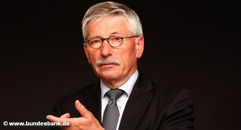 Громкий скандал продолжается в Германии вокруг высказываний респектабельного человека, пока еще входящего в правление Бундесбанка, […]