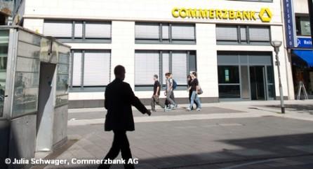 Из 10 акций Commerzbank получится одна. Похожую процедуру недавно провели в испанском кризисном банке Bankia.