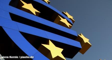 Символ единой валюты евро перед штаб-квартирой Европейского центрального банка (ЕЦБ)