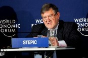 """Генеральный директор Raiffeisen Bank International Герберт Степич подал в отставку по личным причинам, связанным со скандалом """"Оффшорликс""""."""