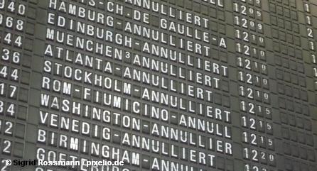 Табло с отмененными рейсами