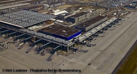 Задержка открытия нового аэропорта Берлина и Бранденбурга произвела цепную реакцию плохо управляемого хаоса стоимостью в десятки миллионов евро в месяц.
