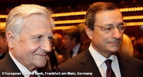 Новый глава Европейского центрального банка (ЕЦБ) Марио Драги во вторник приступает к своим обязанностям. Это самое тяжелое время за все существование европейской валюты, однако в данный момент монетарную политику Евросоюза еще определяет деятельность его предшественника, Жана-Клода Трише, вчера официально ушедшего на пенсию. Что же ожидать от нового руководителя.