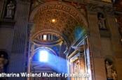 Епископ Нунцио Скарано арестован в рамках расследования деятельности Института религиозных дел, больше известного как Банк Ватикана.