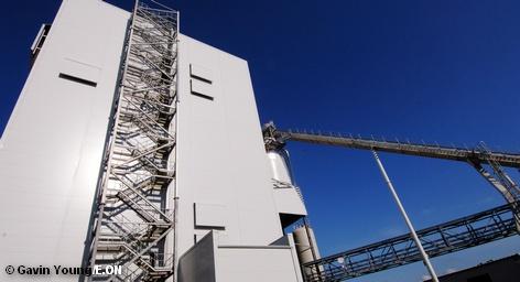 Американский производитель электроэнергии PPL приобрел у немецкого энергетического концерна E. ON его сети в Великобритании за € 4,1 млрд. Кроме того, покупатель переймет также задолженности E. ON в Великобритании, что увеличивает сумму сделки до €4.7 млрд. Эту информацию уже сегодня подтвердили в обеих компаниях.