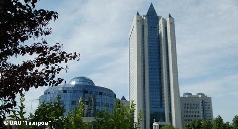 Российский энергетический гигант «Газпром» намерен в дальнейшем все глубже внедряться на немецкий энергетический рынок. После закончившихся неудачей переговоров о партнерстве с концерном RWE, «Газпром» в одиночку продолжает экспансию, рассматривая Германию и многие другие европейские страны как очень перспективный рынок. Однако, укрепиться на нем мешает Еврокомиссия, инициировавшая Третий энергопакет.