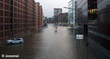 """Наводнение в Гамбурге, вызванное ураганом """"Ксавьер"""""""